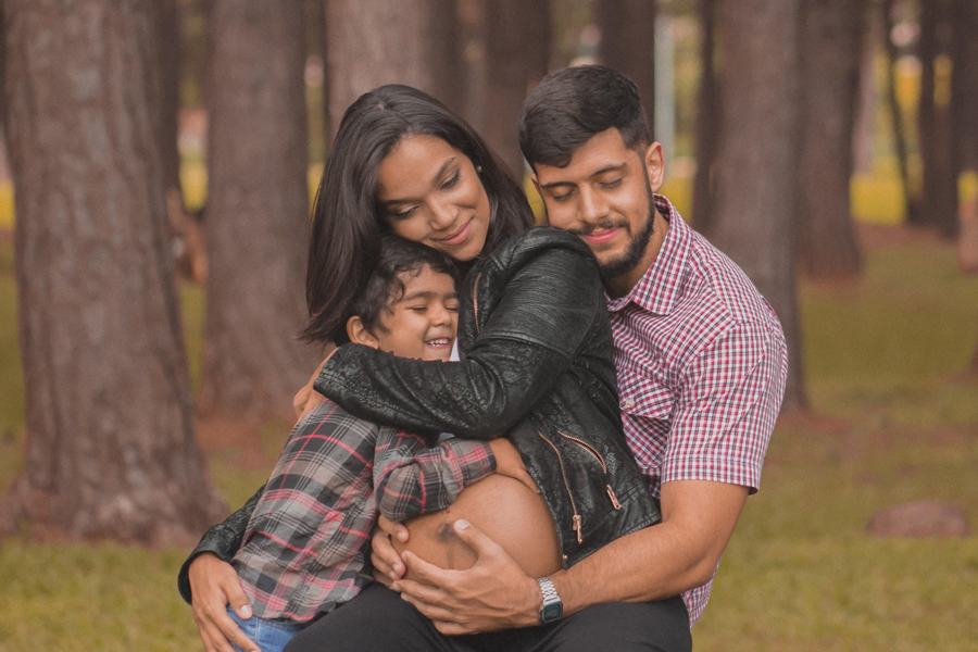 wearepregnant-mom-dad-and-baby